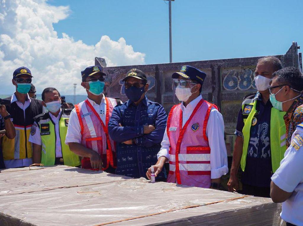 Kunjungi Pelabuhan Waingapu, Menhub Minta Dwelling Time Dipercepat
