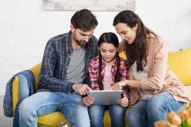 Tidak ada orang yang siap menjadi orangtua. Pasalnya, teori parenting apapun yang pernah kamu dengar dan baca akan jauh berbeda dengan kenyataan yang kamu hadapi.
