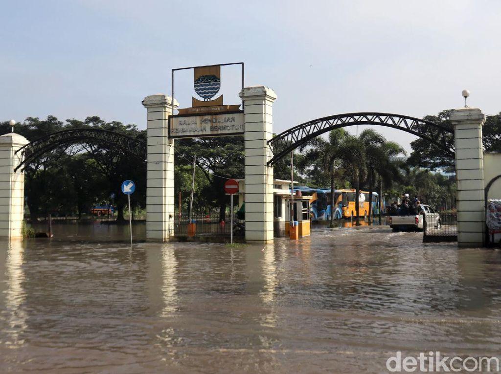 Penampakan Kantor Dishub Kota Bandung yang Terendam Banjir