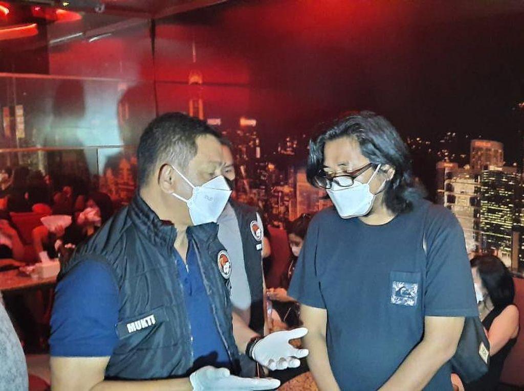 Razia Prokes di Tempat Karaoke di Serpong, 1 Pengunjung Positif Narkoba