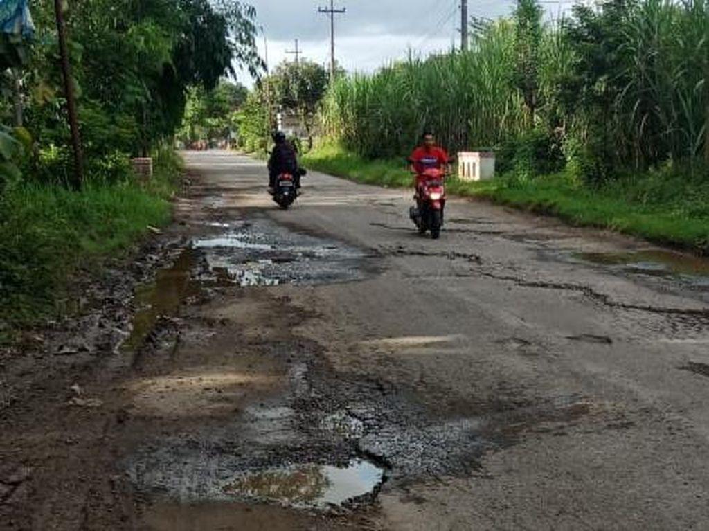Jalan Rusak di 6 Desa Kab Blitar Selatan Sepanjang 6 KM Hanya Ditambal Sulam