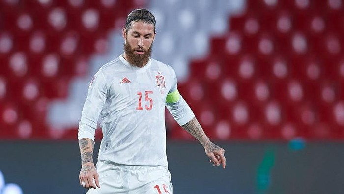 GRANADA, SPAIN - MARCH 25: Sergio Ramos of Spain in action during the FIFA World Cup 2022 Qatar qualifying match between Spain and Greece on March 25, 2021 in Granada, Spain. (Photo by Fran Santiago/Getty Images)