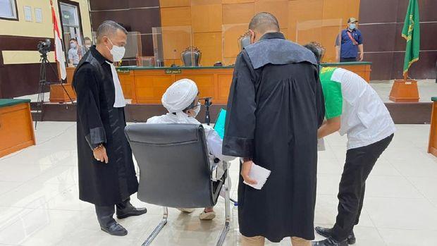 Rizieq shihab di ruang sidang PN Jaktim. (Arsip Aziz Yanuar)