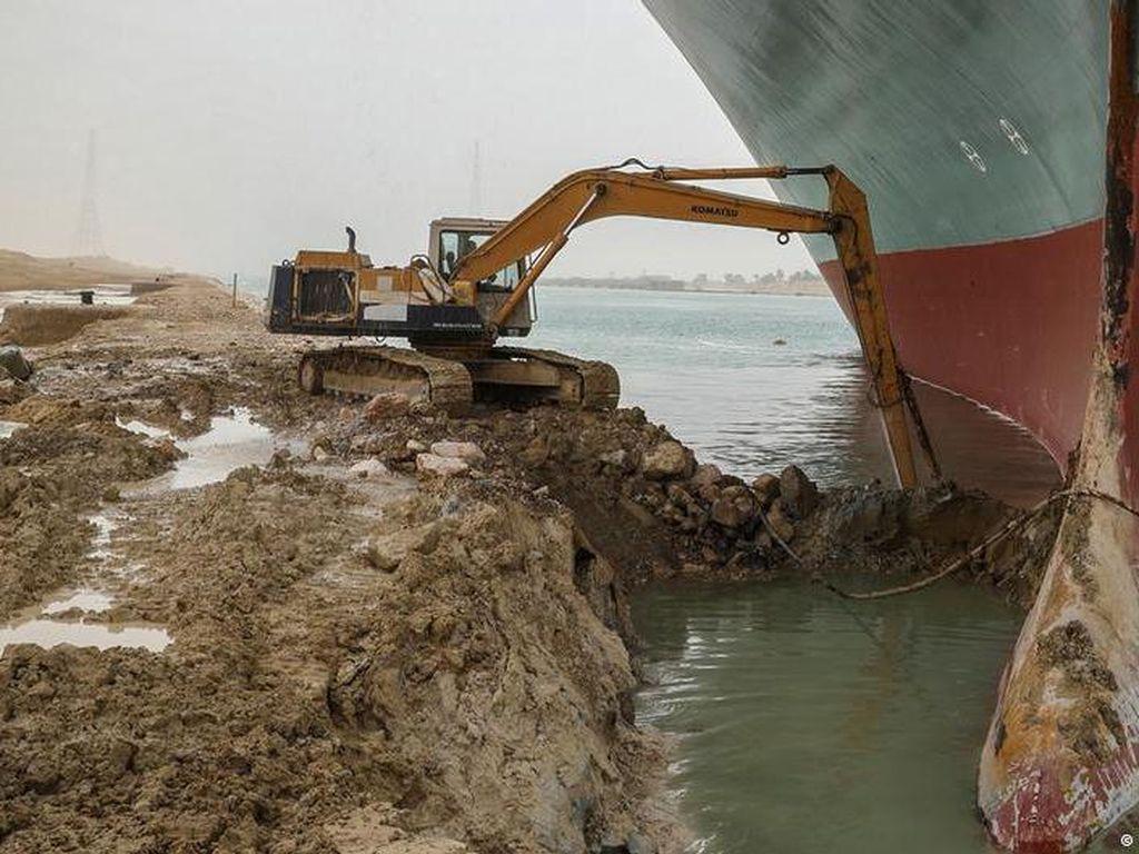 Terusan Suez Bisa Terblokir Berminggu-minggu, Perdagangan Dunia Rugi Besar
