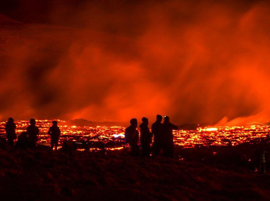 Menjajal Wisata Ekstrem Nonton Lahar Panas Gunung Berapi di Islandia