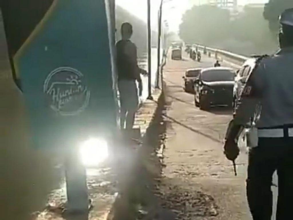 Viral Warga Rusak Rambu Lalu Lintas di Kalimalang Bekasi, Begini Kejadiannya