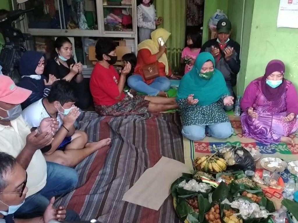 Kepulangan Ara Disambut Tumpengan Oleh Warga dan Keluarga