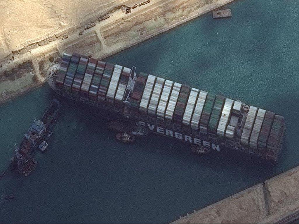 Menakar Dampak ke RI Akibat Macet di Terusan Suez