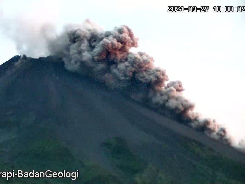 Gunung Merapi Kembali Luncurkan Awan Panas Petang Ini