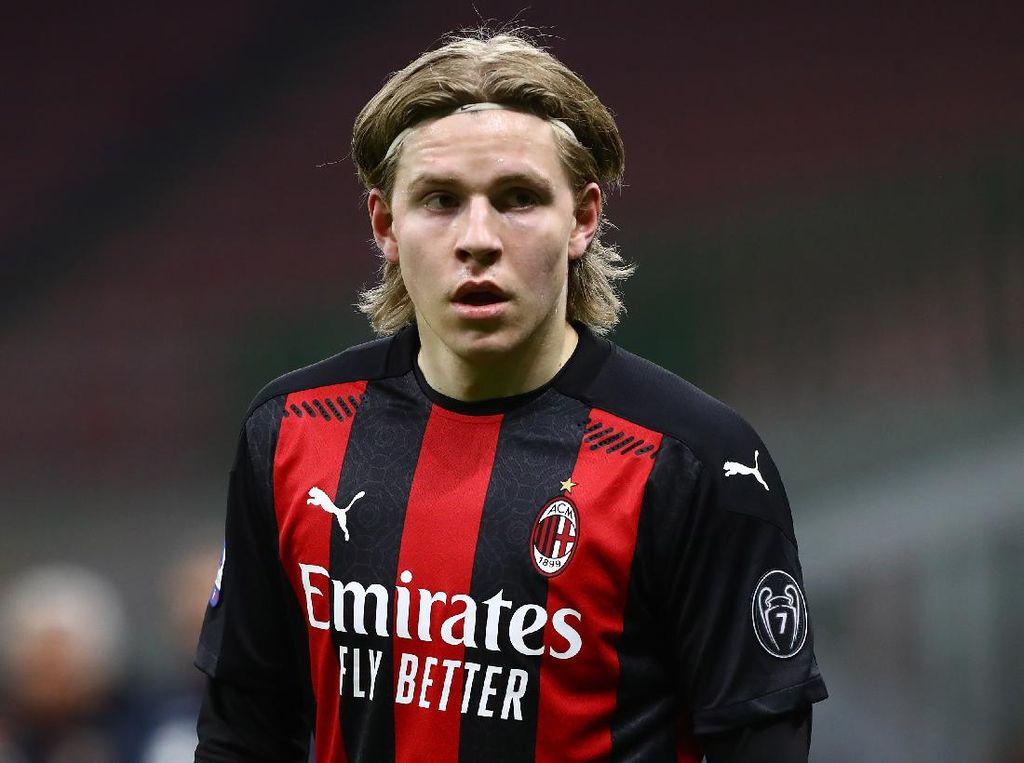 Calhanoglu ke Hauge: Bertahanlah di AC Milan!