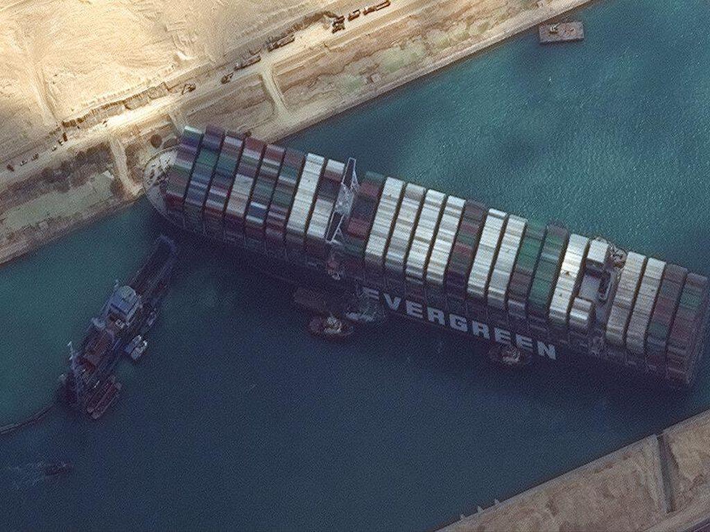 Kapal Raksasa Nyangkut Berhasil Mengapung, Terusan Suez Kembali Dibuka