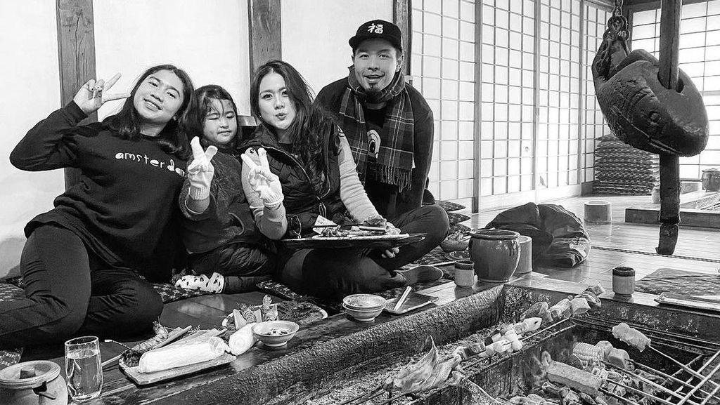 Keseruan Bams Eks Samsons Saat Cicip Makanan di Bali hingga Jepang