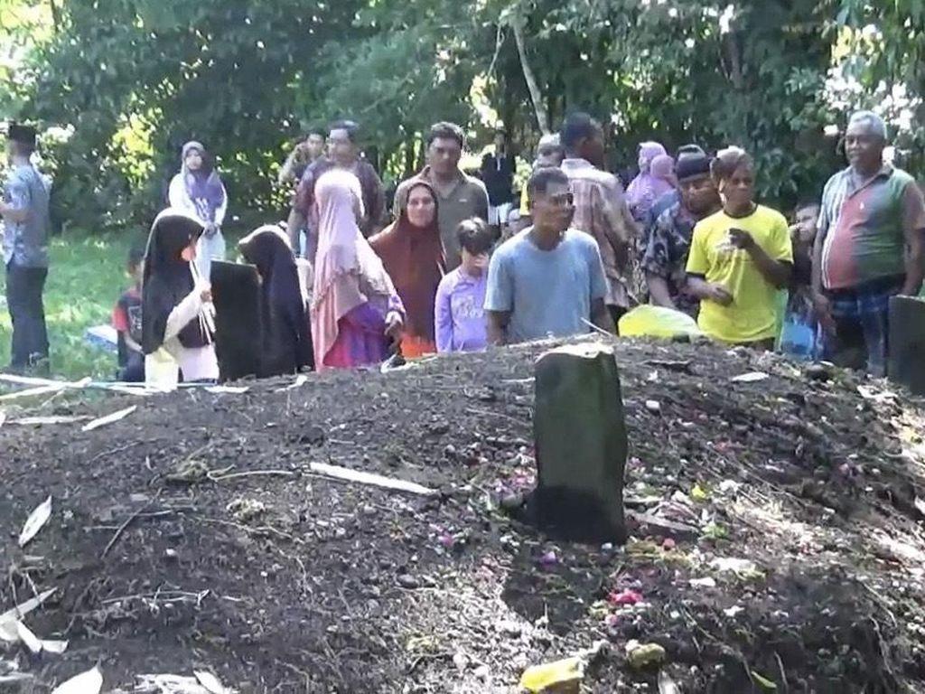 Tak Ada Nama di Nisan Kuburan yang Tanahnya Meninggi 1,5 Meter di Sumbar