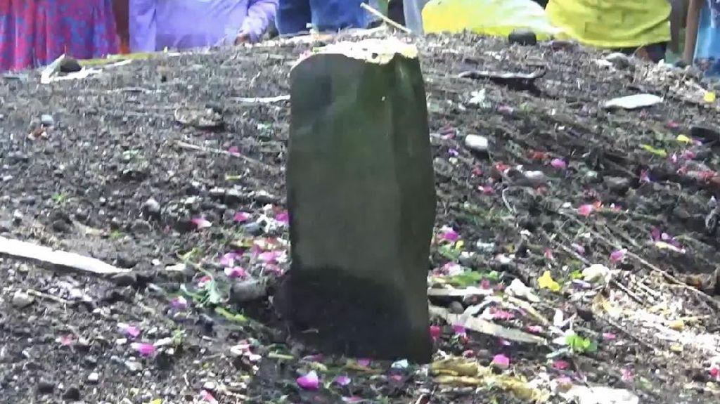 Penampakan Tanah Kuburan Tanpa Nama Meninggi 1,5 Meter di Sumbar
