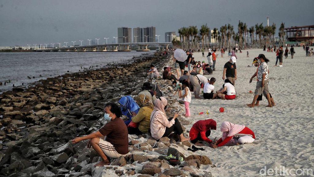 Menikmati Akhir Pekan di Pantai Pasir Putih PIK 2