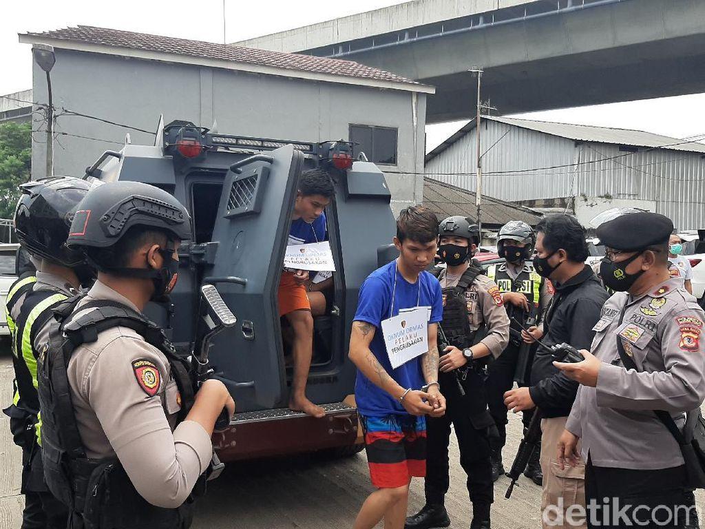 Tangkap 6 Pria Anggota Ormas di Bogor, Polisi Sita Bom Molotov-Golok