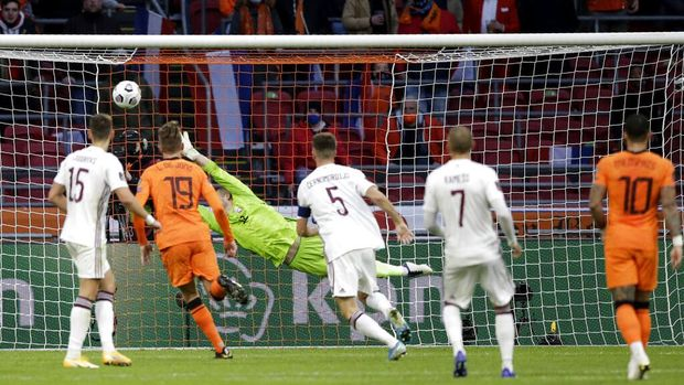 Netherlands' Steven Berghuis, not seen in the frame, scores his side's first goal during the World Cup 2022 group G qualifying soccer match between The Netherlands and Latvia at the Johan Cruyff ArenA in Amsterdam, Netherlands, Saturday, March 27, 2021. (AP Photo/Peter Dejong)