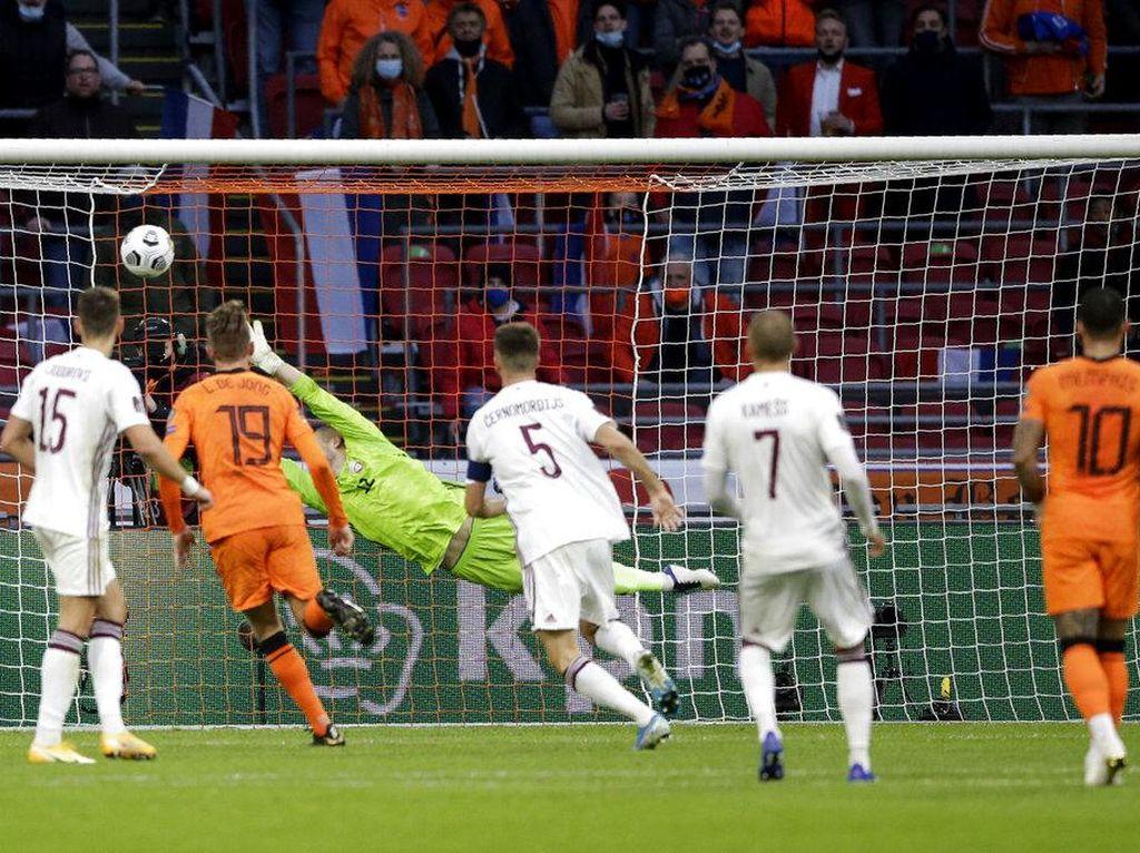 Gol Indah Berghuis Saat Belanda Tundukkan Latvia