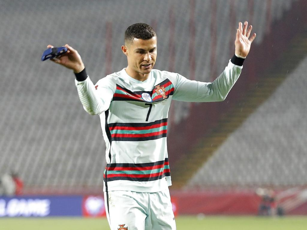 Ronaldo Kena Ejek Matic, Fernandes Dibawa-bawa