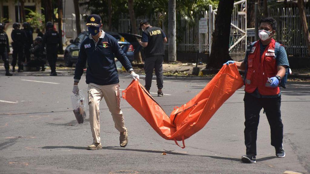 Jenazah Terduga Pelaku Bom Bunuh Diri di Makassar Dievakuasi