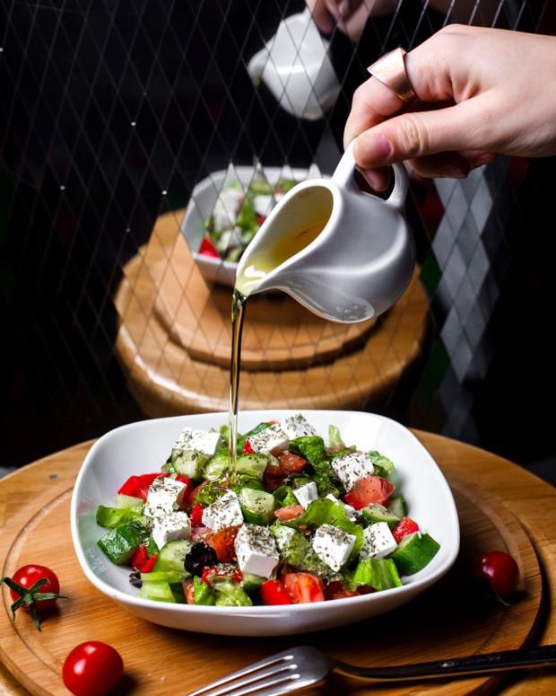 Mediterannea diet yang memadukan makanan dengan virgin olive oil.
