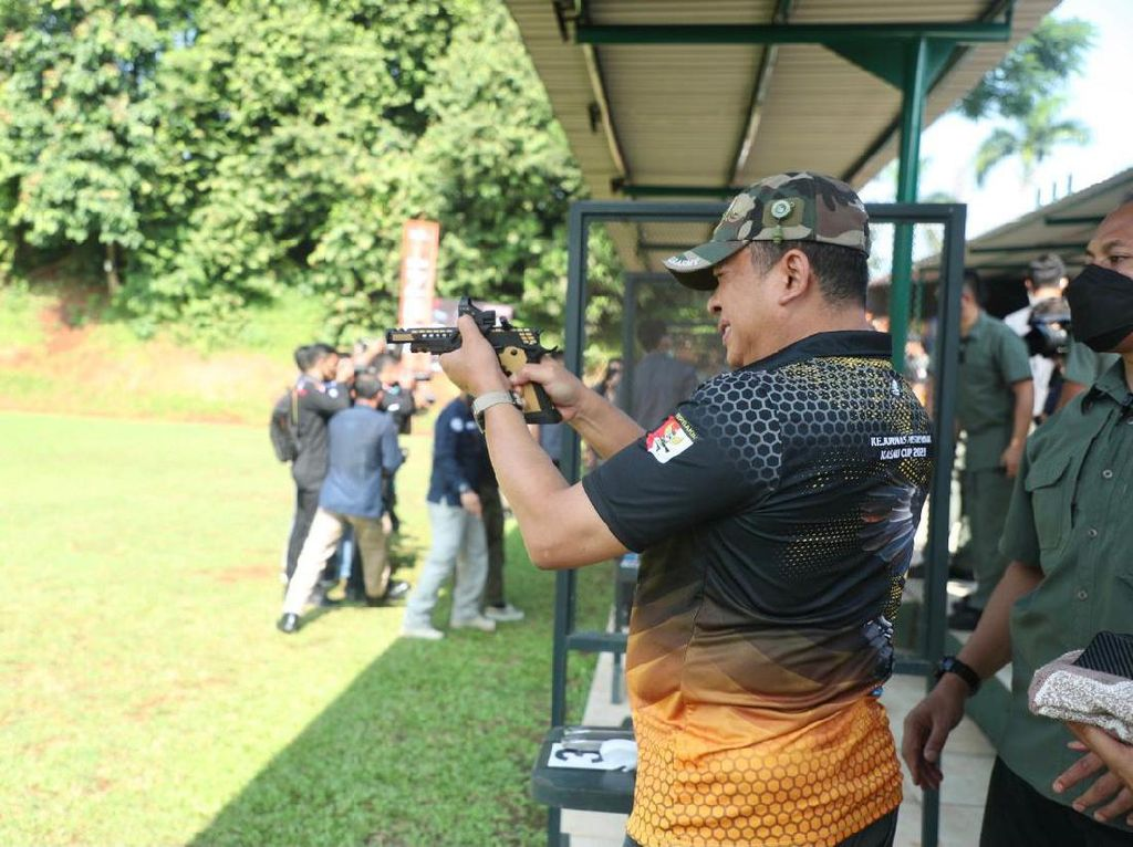 Ikut Kejuaraan Menembak, Bamsoet: Olahraga Ajarkan Sportivitas