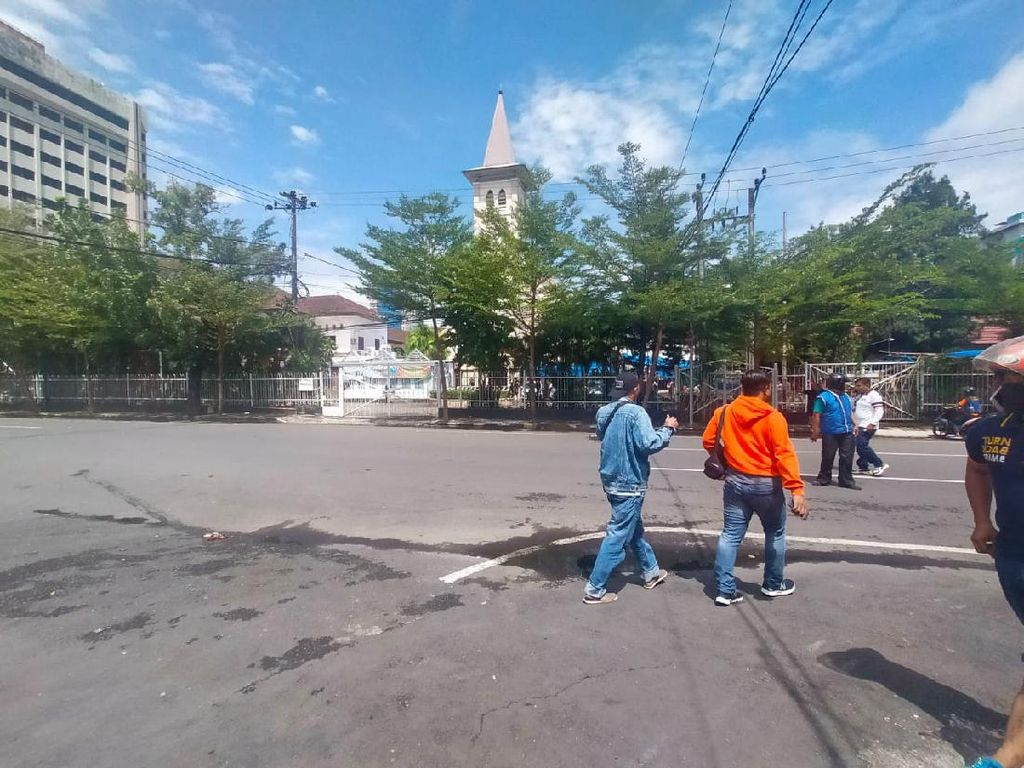 Terekam CCTV, Detik-detik Bom Bunuh Diri di Depan Gereja Katedral Makassar