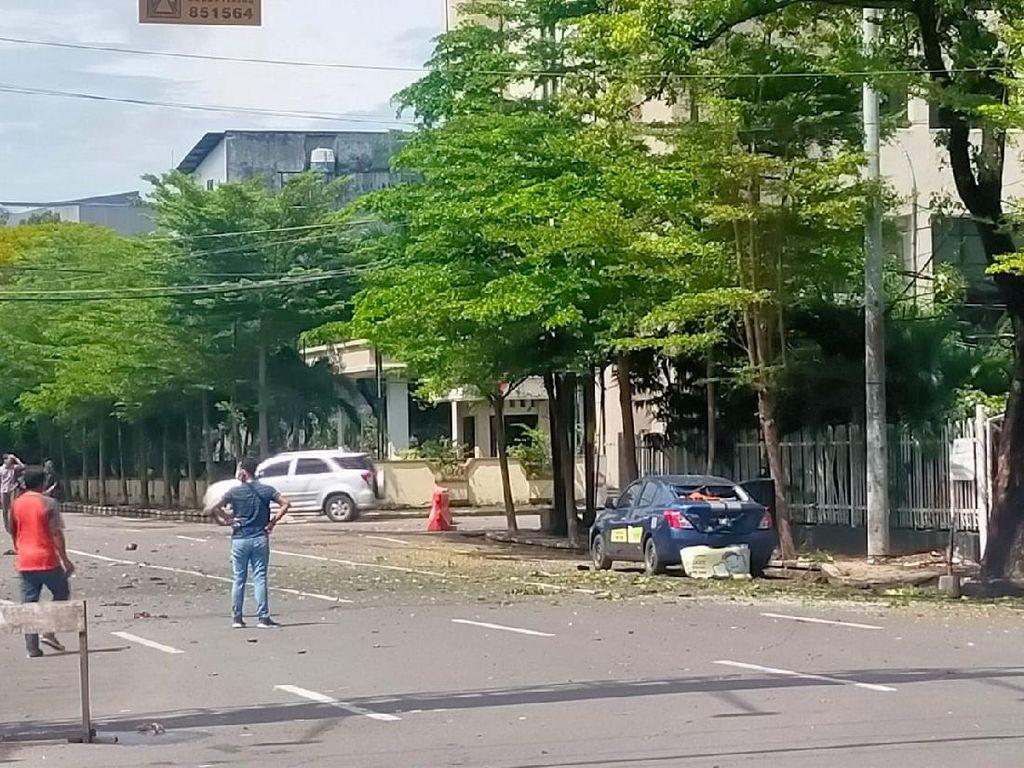 Rekaman CCTV Detik-detik Ledakan di Depan Gereja Katedral Makassar