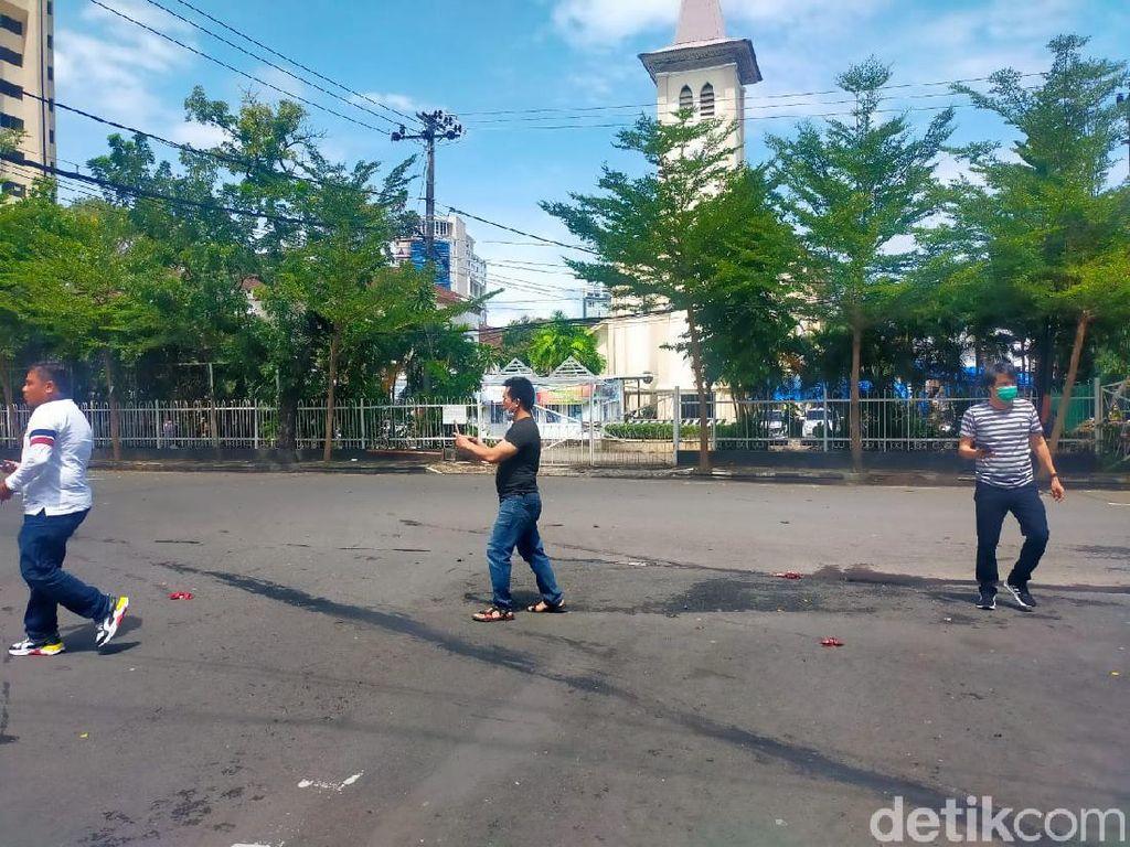 Polisi Cek Potongan Tubuh di Depan Katedral Makassar dari 1 atau 2 Bomber