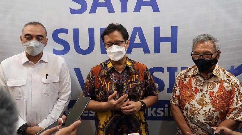 Menkes Cek Vaksinasi Lansia di Mal Tangerang