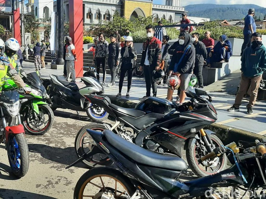 Puluhan Motor Knalpot Bising yang Akan Sunmori di Lembang Kena Razia