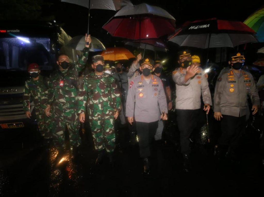 Panglima TNI-Kapolri Datangi Lokasi Bom Bunuh Diri di Makassar