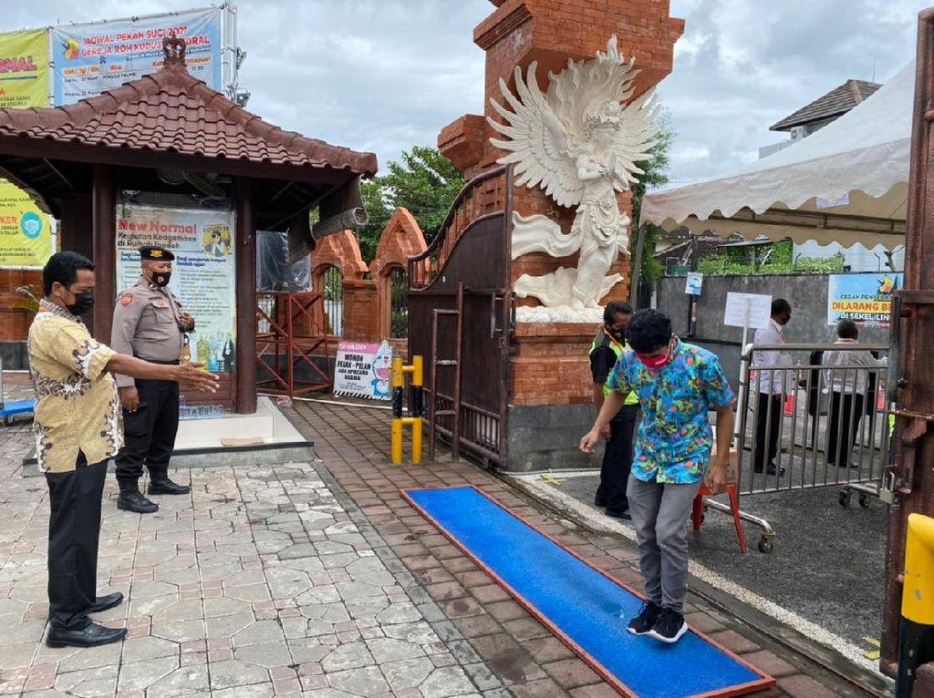 Ibadah Misa di Gereja Katedral Denpasar Tetap Berjalan Pasca Bom di Makassar