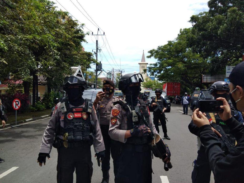 Tim DVI Kumpulkan Bagian Tubuh Pelaku Bom Bunuh Diri Makassar