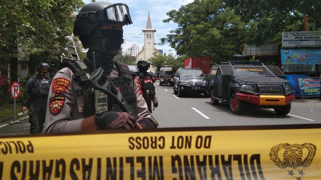 Polisi Jaga Ketat Area Ledakan di Depan Gereja Katedral Makassar