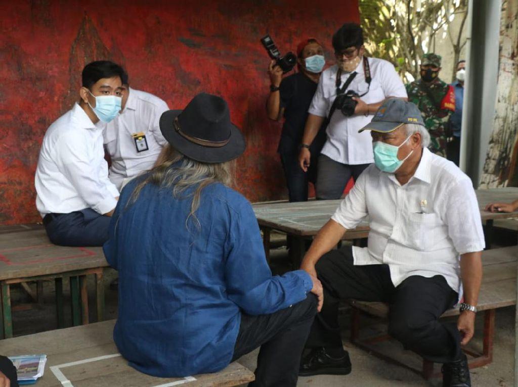 Viral Gibran Duduk di Meja Depan Menteri Basuki, Begini Faktanya