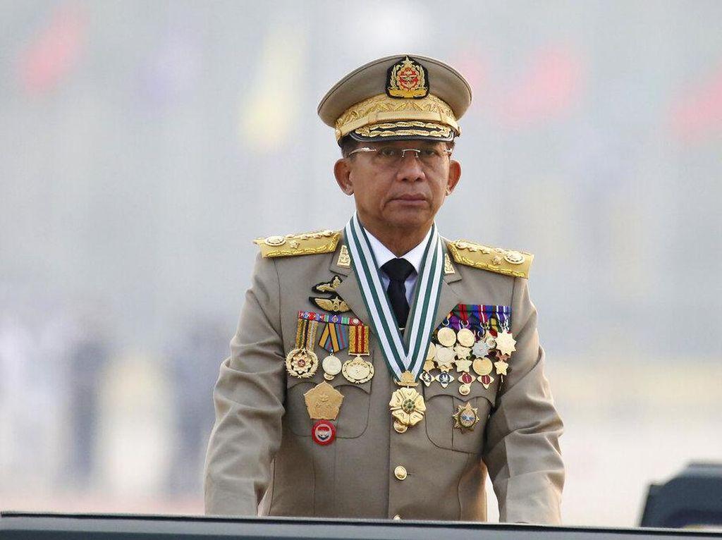 Cara Ekstrem Demonstran Rayakan Ulang Tahun Pimpinan Junta Myanmar