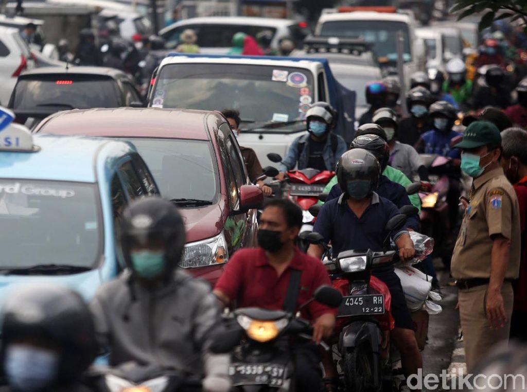 Ada Penggerebekan Teroris, Jalan Raya Condet Macet