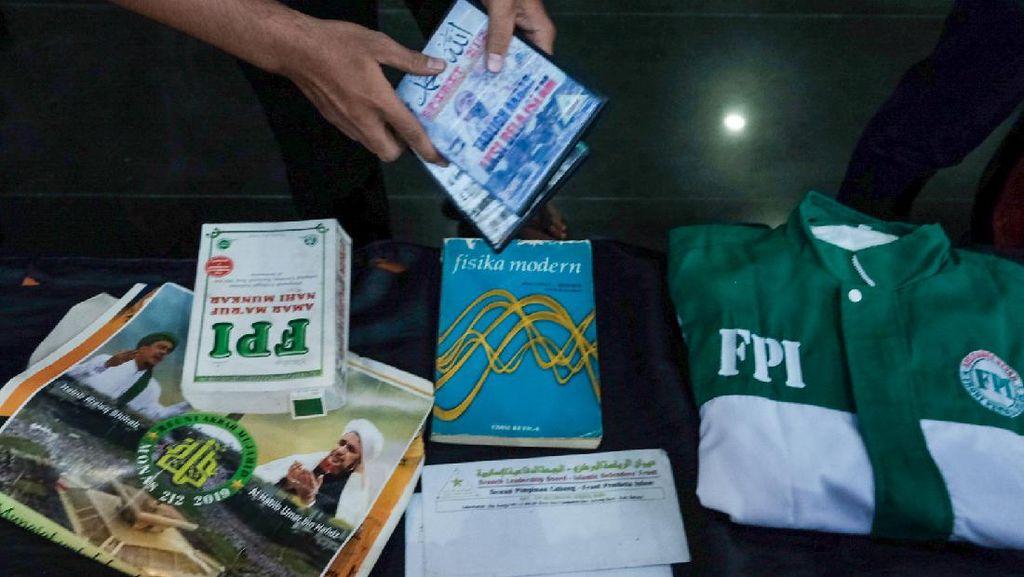 Potret Baju FPI hingga Poster HRS di Konferensi Pers soal Terduga Teroris
