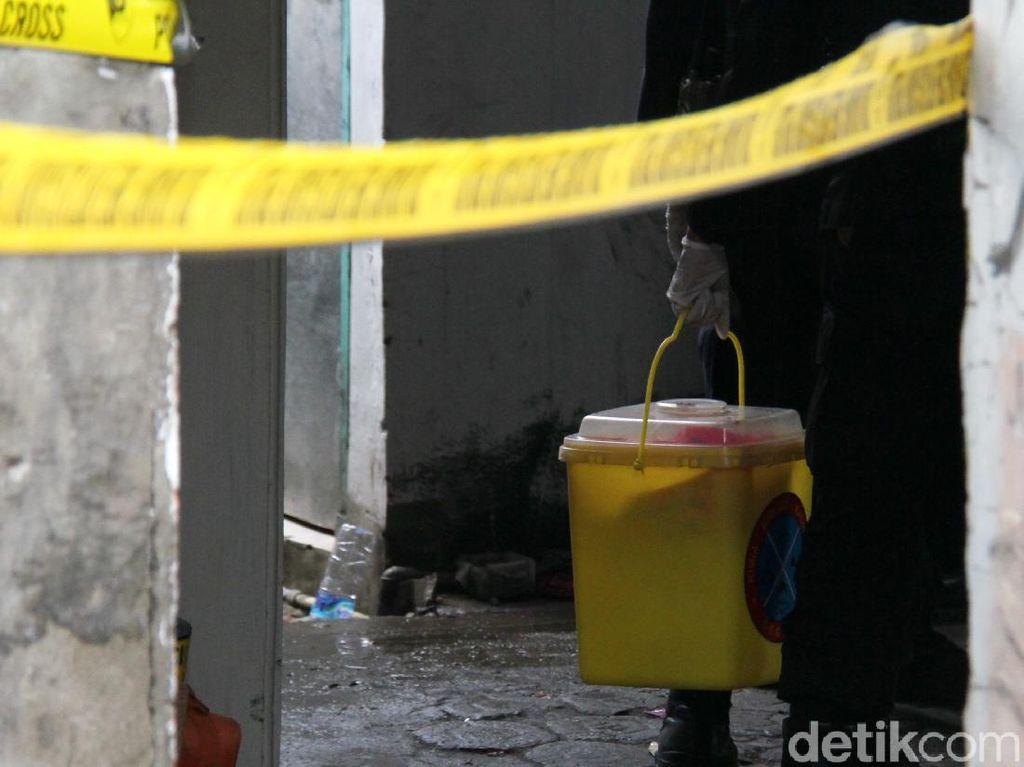 Petugas Amankan Barbuk Diduga Bahan Kimia Bom