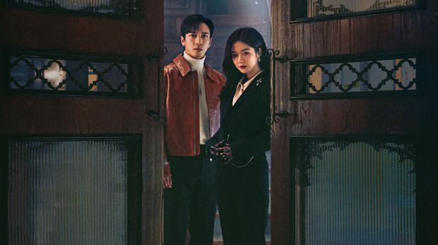 Jang Na-ra dan Jung Yong-hwa dalam Drama Korea Daebak Real Estate.