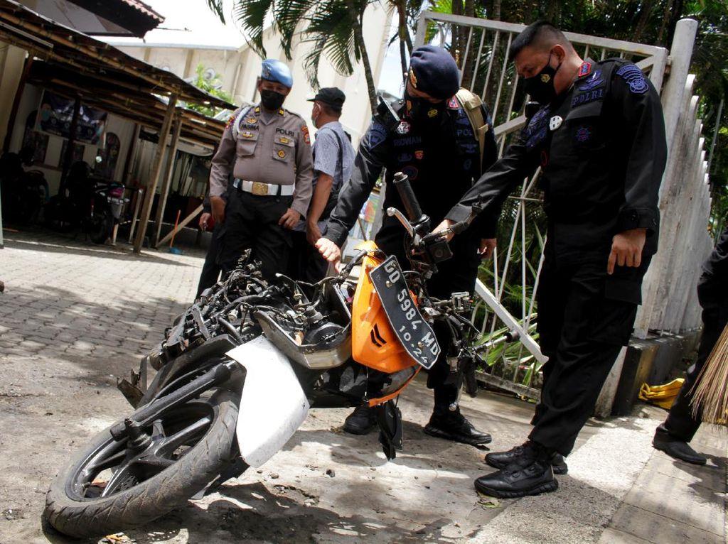 Hancur, Ini Motor yang Dipakai Pelaku Bom Gereja Katedral Makassar