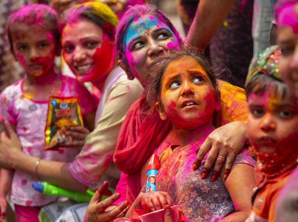 Warna-warni Festival Holi di Sejumlah Negara