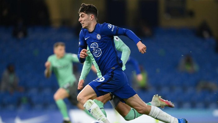 LONDON, ENGLAND - MARCH 08: Kai Havertz of Chelsea buests forward during the Premier League match between Chelsea and Everton at Stamford Bridge on March 08, 2021 in London, England. Sporting stadiums around the UK remain under strict restrictions due to the Coronavirus Pandemic as Government social distancing laws prohibit fans inside venues resulting in games being played behind closed doors. (Photo by Mike Hewitt/Getty Images)