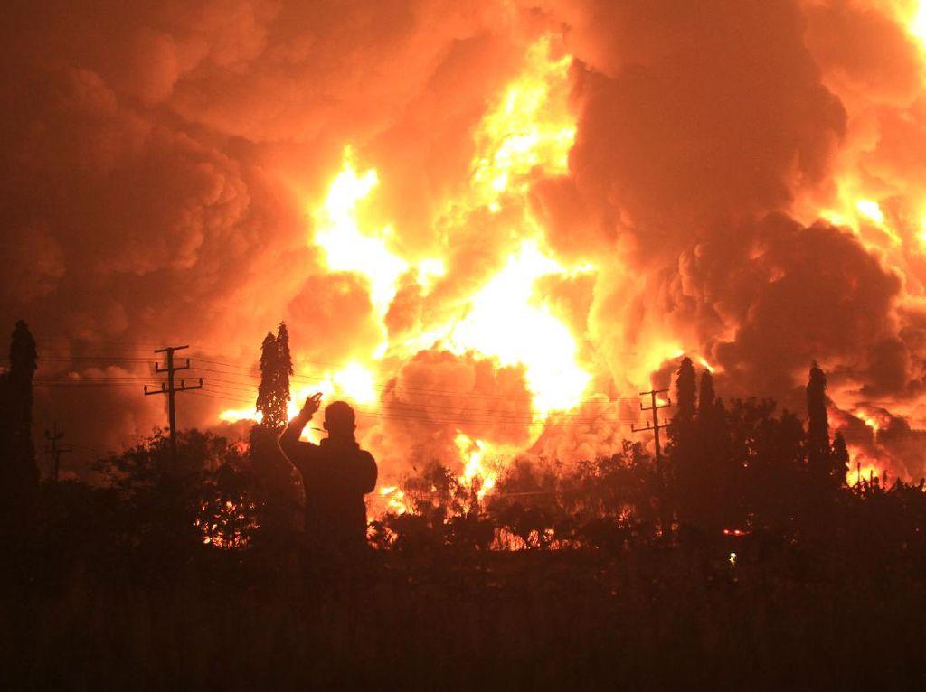 Kebakaran Kilang Balongan, Pertamina Upayakan Pemadaman-Evakuasi Warga