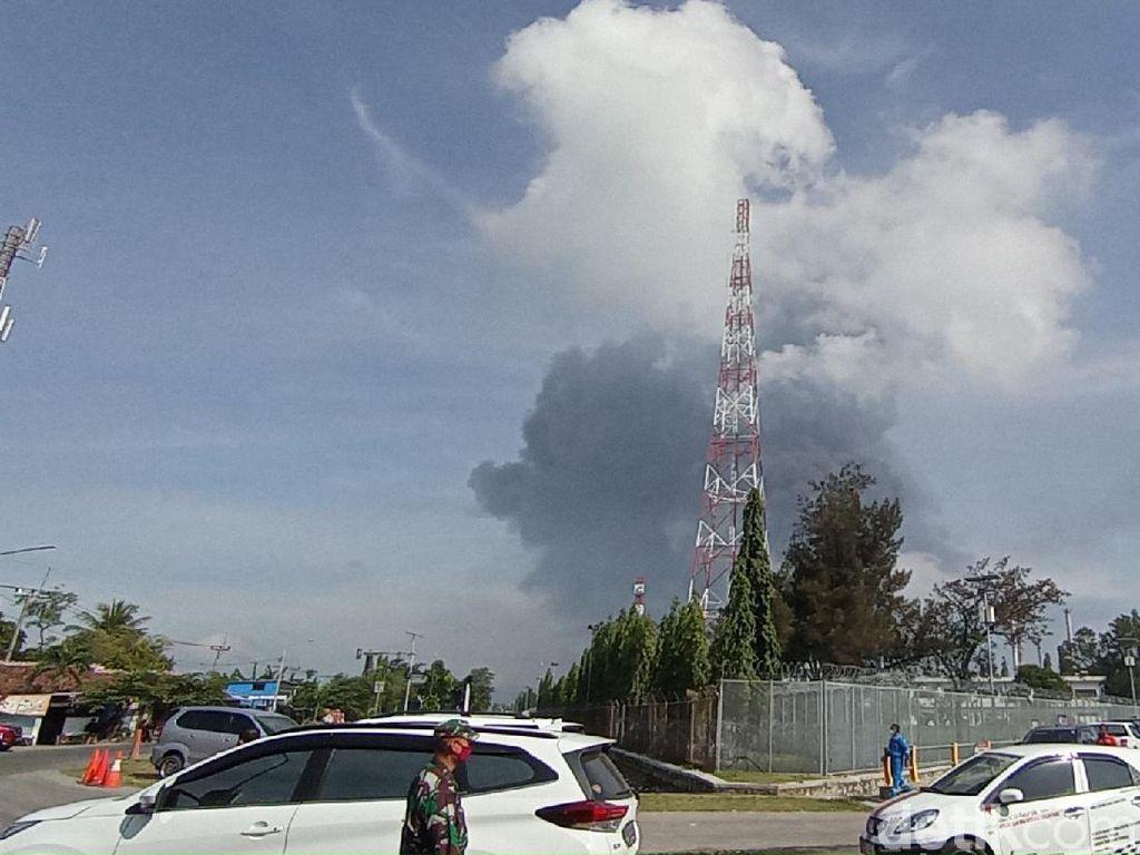 Kepulan Asap Masih Terlihat di Lokasi Kebakaran Pertamina Balongan Indramayu