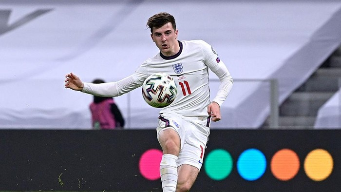 TIRANA, ALBANIA - MARCH 28: Mason Mount of England scores their sides second goal during the FIFA World Cup 2022 Qatar qualifying match between Albania and England at the Qemal Stafa Stadium on March 28, 2021 in Tirana, Albania. Sporting stadiums around Europe remain under strict restrictions due to the Coronavirus Pandemic as Government social distancing laws prohibit fans inside venues resulting in games being played behind closed doors.  (Photo by Mattia Ozbot/Getty Images)