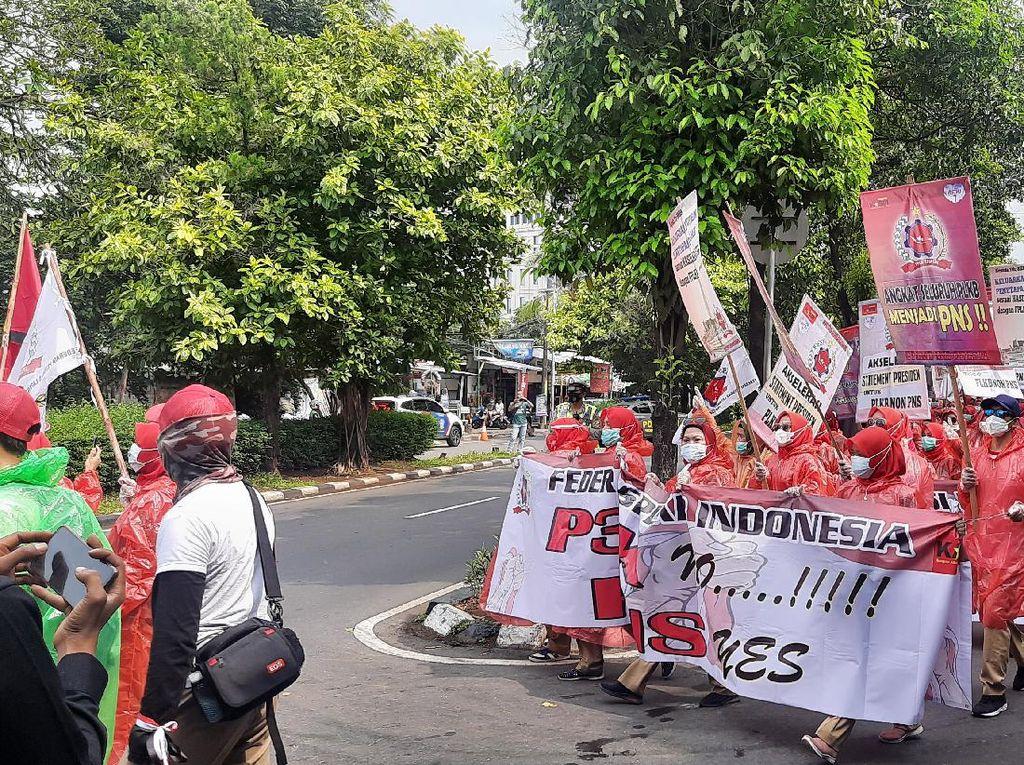 Demo Buruh di Depan Kantor BKKBN, 200 Personel Polisi Diturunkan