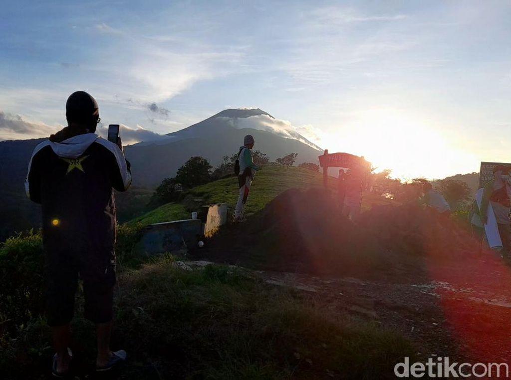 Berburu Sunrise di Puncak Sakub Kaligua, Bak Negeri di Atas Awan