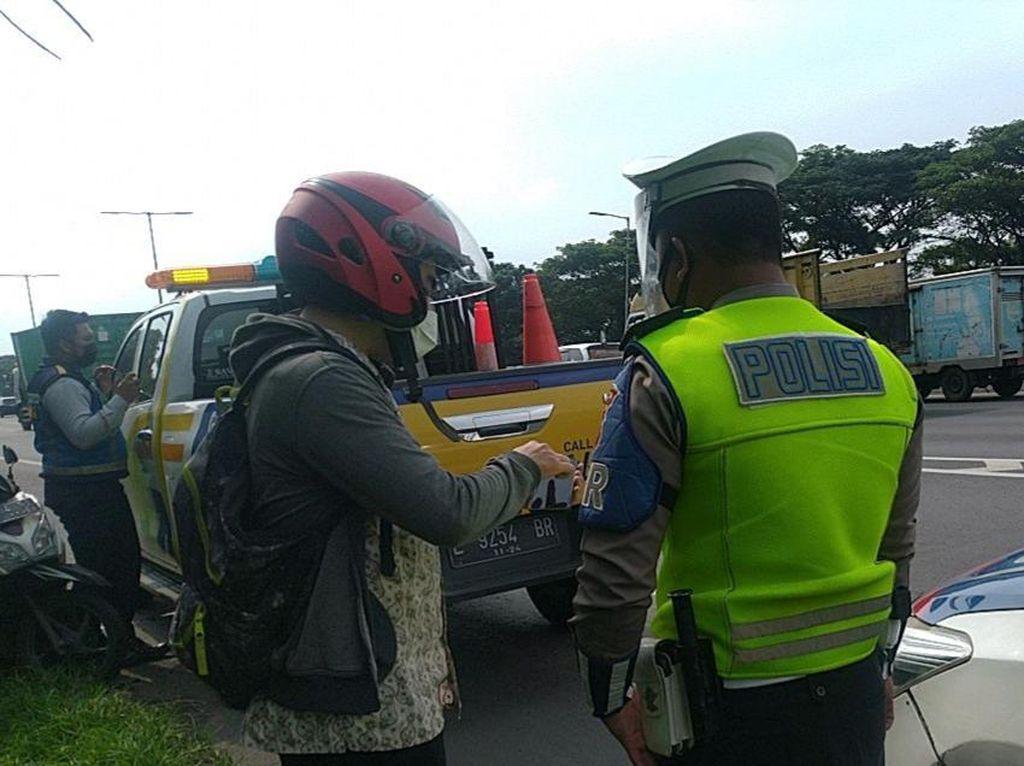 Polisi Tilang Motor yang Masuk Tol Perak Gegara Google Maps